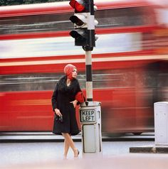 Foam Museum presents Swinging Sixties London Photo exhbibition. Traffic, 1960 © Norman Parkinson Ltd. / Courtesy Norman Parkinson Archive