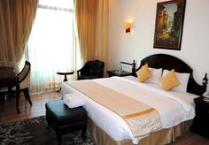 Built with great attention to detail, our deluxe rooms are elegant, spacious and have lots of natural light.