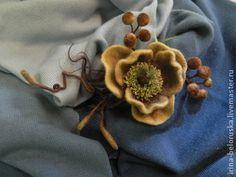 Броши ручной работы. Ярмарка Мастеров - ручная работа. Купить брошь войлочная Ноябрь. Handmade. Цветы из шерсти, осенние украшения Felt Crafts, Crafts To Make, Diy Crafts, Faux Flowers, Fabric Flowers, Felted Flowers, Owl Patterns, Felt Brooch, Felt Dolls