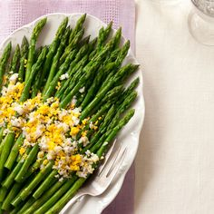 Hard-cooked eggs and fresh spring asparagus make a colorful, flavorful dish for brunch, lunch, or dinner. #myplate #vegetables #protein
