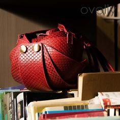 """Ручная работа Женская сумка """"Орешек"""" М из натуральной кожи. Цвет - красная кефаль. Дизайнерские женские сумки от OVOLLY"""