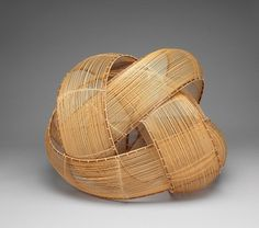 Yamaguchi Ryuun is a leading artist who's works defy borders. Bamboo Weaving, Weaving Art, Basket Weaving, Bamboo Art, Bamboo Crafts, Contemporary Baskets, Bamboo Architecture, Japanese Bamboo, Architectural Sculpture