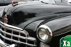 """ГАЗ-12. Статусный и желанный на ХаРС-2017. Маде ин ЮСА  Одним из наиболее статусных и желанных автомобилей в середине прошлого века на просторах союза был автомобиль ГАЗ-12. Широкому кругу любителей автомобилей он известен под названием """"ЗИМ"""".  Представляем заявленный на ХаРС-2017 экземпляр 1953 года от творческой группы """"retrokoleso"""". Это его второе участие в нашем ретро слете. На прошлогоднем ХаРС-2016. Берегись автомобиля он смотрелся внушительно и заслужил много лестных отзывов."""