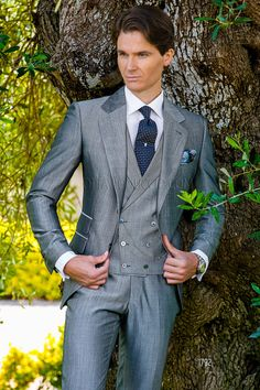 Light gray notch lapel business suit #grey #business #formalwear #wedding #luxury #menswear #wedding #groom #madeinitaly