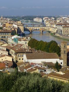 Florence, Tuscany: View over the neighborhood of San Niccolò in Oltrarno down to the Arno and the Ponte Vecchio. #florence #sanniccolo #oltrarno #pontevecchio #arno #tuscany #italy