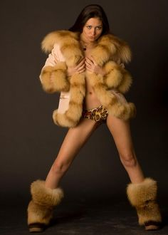 Sheer Clothing, Fur Boots, Sexy Boots, Photos Of Women, Winter Wear, Fur Trim, What To Wear, Sexy Women, Beautiful Women