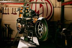 Which extraordinary homage bike is assembled here?