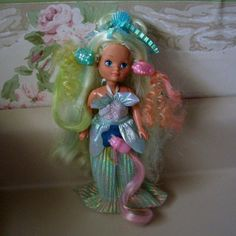 maiden goldenwaves mermaid | ... Island Lady Lovely Locks doll, Maiden Goldenwaves Mermaid, 1987
