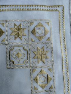 Hand Embroidery Videos, Tambour Embroidery, Hardanger Embroidery, Hand Embroidery Stitches, Hand Embroidery Designs, Bordado Popular, Broderie Bargello, Swedish Weaving, Brazilian Embroidery