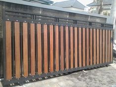 These driveway gate design ideas are totally inspiring and will drop your jaw! Check them out to enhance the look and value of your property! Home Gate Design, Fence Gate Design, Front Gate Design, Steel Gate Design, Main Gate Design, House Front Design, Wooden Gate Designs, Wooden Gates, Main Entrance Door Design