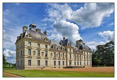 Chateau de Cheverny, Loire Valley is an opulent Renaissance styled chateau from the period of Louis XIII. The main draws here are the furnishings and the small hunting museum.