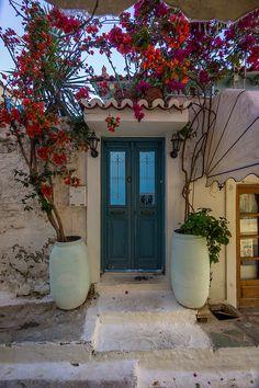 A door in Grece, Poros Island, Attica_ Greece Poros Greece, Attica Greece, Santorini Greece, Vacation Trips, Vacation Spots, Beautiful Flowers, Beautiful Places, Greece Islands, Beautiful Architecture