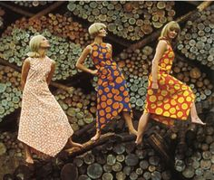 Marimekko shoot from Life Magazine Fashion campaigns fleet almost as fast as the trends they promote, but this is absolutely timeless. No Photoshop needed; Marimekko Dress, Marimekko Fabric, Sixties Fashion, Retro Fashion, Vintage Fashion, Textures Patterns, Fabric Patterns, Print Patterns, Kitsch