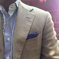 Fantastic clean look. Love the corresponding shirt and pocket square, they go perfectly with this blazer! Mens Fashion Blog, Best Mens Fashion, Suit Fashion, Sharp Dressed Man, Well Dressed Men, Linen Suit, Linen Blazer, Gentleman, Men's Wardrobe