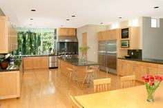 Maple cabinets – a good choice for elegant and modern kitchen cabinets Kitchen Display, Kitchen Cabinet Design, Kitchen Decor, Kitchen Designs, Kitchen Ideas, Natural Cabinets, Natural Stone Countertops, Granite Counters, Maple Kitchen Cabinets