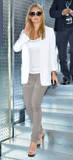 Heidi K. in gray jeans. Great spring transition outfit!