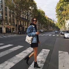Ankle boot preta/ Bota preta Vestido preto Jaqueta jeans