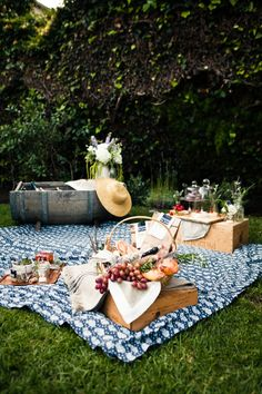 adore the half barrel for a drink cooler and I adore everything else about this picnic! could use these ideas for the patio