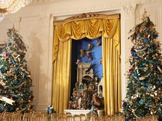 White House Christmas 2010 - White House Christmas Through the Years: A Presidential Photo Album on HGTV