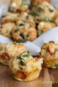 Tasty Savoury Muffins ~ kalamata olives, semi sun-dried tomatoes, spinach, and feta. (These can be made gluten-free with a homemade gf flour combo, an added egg and xanthan gum) Healthy Savoury Muffins, Savoury Baking, Savory Snacks, Fun Baking Recipes, Cooking Recipes, Cooking Games, Snacks Recipes, Good Food, Yummy Food