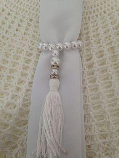 Porta guardanapo com franja Napkin Rings, Tassel Necklace, Tassels, Napkins, Jewelry, Image, Crochet Coaster Pattern, Personalized Mugs, Harvest Table Decorations