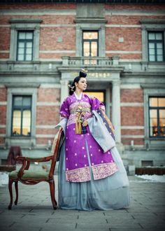한복 Hanbok : Korean traditional clothes[dress] | #ModernHanbok Korean Traditional Dress, Traditional Fashion, Traditional Looks, Traditional Dresses, Korean Dress, Korean Outfits, Oriental Fashion, Asian Fashion, Dress Attire