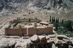 I cardini e i pilastri di tutta la magia, l'occulto e l'esoterismo ebraico-cristiano risalgono ai quaranta giorni trascorsi da Mosè sul monte Sinai. Dalla cima della montagna, Mosè rice…
