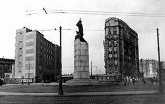 Plac Unii Lubelskiej w latach 30. XX w. Na środku stał wtedy pomnik Lotnika dłuta Edwarda Wittiga. Za nim po lewej budynek straży pożarnej