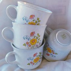 Check out this item in my Etsy shop https://www.etsy.com/listing/464693498/corelle-by-corning-retro-vintage-coffee