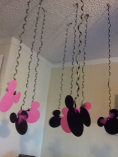 Minnie Mouse Birthday streamers Party 10 by welcometomystore Minnie Mouse 1st Birthday, Minnie Mouse Theme, Minnie Mouse Baby Shower, Minnie Mouse Birthday Decorations, Birthday Streamers, Party Streamers, Streamer Decorations, Hanging Decorations, Mickey E Minie