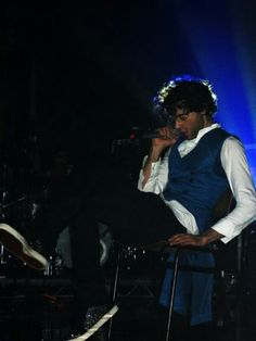 Mika - unknown gig (blue vest)