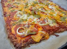 LCHF pizza Til madpakke. Kan fryses i dele. Lchf, Low Carb Recipes, Real Food Recipes, Low Carb Diet, High Protein, Vegetable Pizza, Paleo, Dinner, Alice