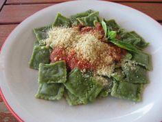 Ravioli okara di mandorle e spinaci