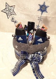Handmade towel cake for men as Christmas with great attention to detail . - Jessica Malik - PickPin - Handmade towel cake for men as Christmas with great attention to detail … – Jessica Malik – P - Valentine Gifts For Mom, Christmas Gifts For Men, Valentines Diy, Saint Valentine, Theme Baskets, Raffle Baskets, Gift Baskets For Men, Balloon Gift, Cakes For Men