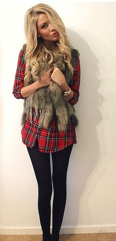 Plaid shirt with fur vest and black skinny pants - casual fall outfit Legging Outfits, Outfits With Fur Vest, Red Plaid Shirt Outfit, Red Shirt, Tartan Shirt, Plaid Flannel, Plaid Shirt With Vest, Flannel Shirt, Flannel And Leggings