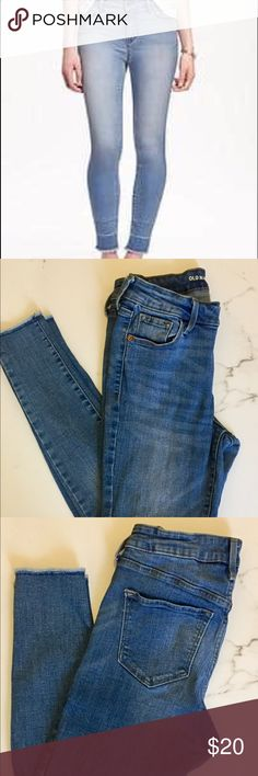 🌻REDUCED🌻Old Navy rockstar raw hem jeans Old Navy rockstar mid rise raw hem jeans. Medium wash. Worn a handful of time, good condition. Old Navy Jeans Skinny