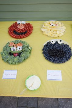 Sesame Street Veggie/Fruit Tray - Okay, okay. we're obviously not doing this particular veggie tray but it was just to cute to not share. :) So to recap: veggie tray - yes, sesame street shaped - no. Sesame Street Food, Sesame Street Party, Sesame Street Birthday, Sesame Street Quotes, Veggie Platters, Veggie Tray, Vegetable Trays, Veggie Cheese, Veggie Dishes