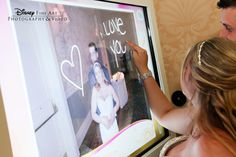 Add custom notes to your favorite pics with a digital photo album #Disney #wedding