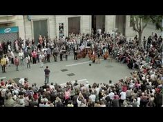 "Flash Mob, Music, Orchestra Video - On the 130th anniversary of the founding of Banco Sabadell we wanted to pay homage to our city by means of the campaign ""Som Sabadell"" (We are Sabadell) . This is the flashmob that we arranged as a final culmination with the participation of 100 people from the Vallès Symphony Orchestra, the Lieder, Amics de l'Òpera  and Coral Belles Arts choirs..."