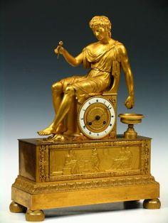 "Reloj de sobremesa francés de bronce dorado con personaje clásico sentado, época Imperio, hacia 1820. Esfera firmada ""Courbec Rue St. Honoré, 192 a Paris"" 52 x 15 x 40 cm 1.500 - 2.000 € Remate: 1.500 €"