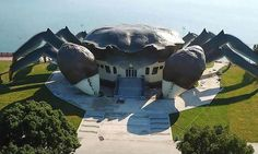China's new Ecology Center in Kunshan that celebrates Chinese crab culture looks like a giant crab. Ancient Chinese Architecture, Unique Architecture, Futuristic Architecture, Classical Architecture, Unusual Buildings, Interesting Buildings, Amazing Buildings, Ecology Center, Crazy Houses