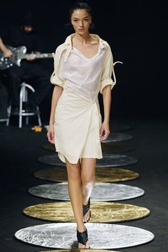 See the complete Chalayan Spring 2006 Ready-to-Wear collection.
