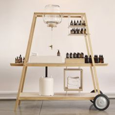Objekt Creative is the American study that has designed Mobile Shop-in-Shop for the mark of facial care FORM+MATTER. To the study it is presented the challenge of creating a mobile cart, makes Kiosk Design, Booth Design, Retail Design, Store Design, Banner Design, Mobile Kiosk, Café Bistro, Retail Interior, Pop Up Shops
