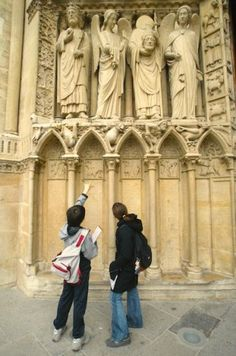 """[Notre-Dame de Paris] Free summer tours provided by the Cathedral and the """"Communautés Internationales d'Accueil"""""""