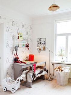 How cool is the school bench in this children's bedroom? From a home in Herrljunga, Sweden.
