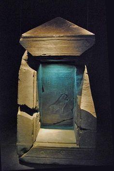 Tesoros sumergidos de Egipto.  Naos de las Décadas Reinado de Nectanebo I (380 - 362 a.C.)