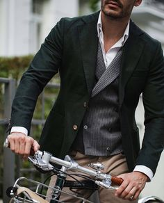 List of men's fashion looks. Best site to get your everyday dose of inspiration. From summer fashion to fall fashion. Gents Fashion, Mens Fashion Blog, Male Fashion, Fashion Styles, Fashion Ideas, Fashion Tips, Mens Style Guide, Men Style Tips, Blazer Outfits