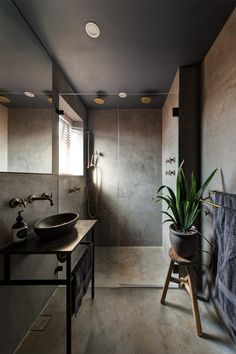 Earthy Bathroom Decor Ideas: Best Inspirations That You'll Love 2018 Interior Design Trends, Interior Design Programs, Interior Design Courses, Contemporary Interior Design, Contemporary Style, Dark Bathrooms, Small Bathroom, Bathroom Wall, Bathroom Ideas
