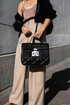 Big bags are finally back - just like the new Furla Fortuna bag. Big Bags, Fall Trends, Furla, Hermes Kelly, Theory, Vienna, Fashion Inspiration, Winter Fashion, Check