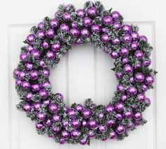 Purple wreath for purple christmas! Purple Christmas Decorations, Christmas Colors, All Things Christmas, White Christmas, Christmas Crafts, Christmas Balls, Christmas Christmas, Beautiful Christmas, Christmas Ornaments